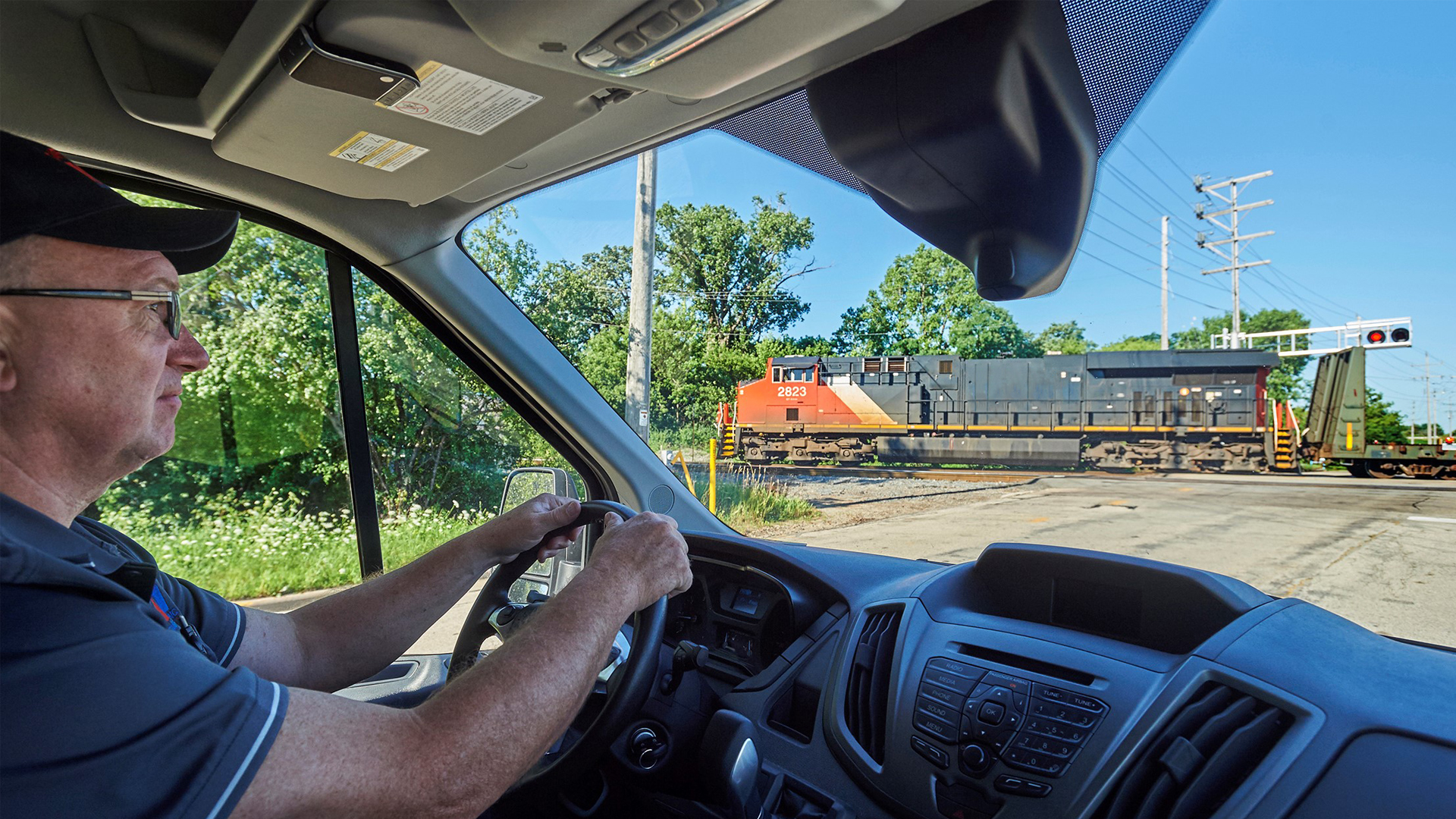 Safe and Smart Non-CDL Driver Training for Experienced Drivers: Railroad Crossings